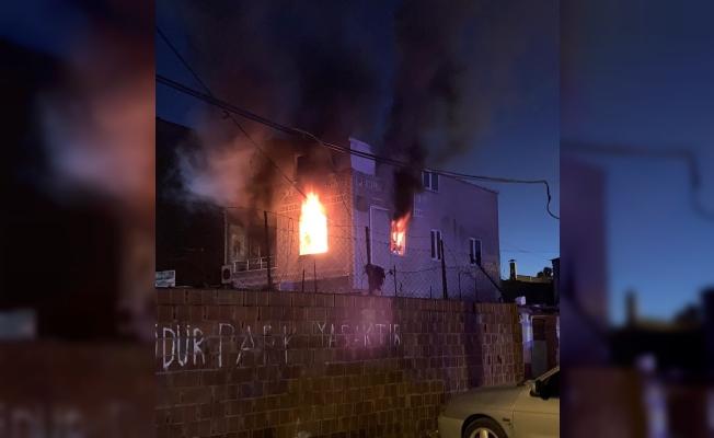 Yangında bir aile facianın eşiğinden döndü