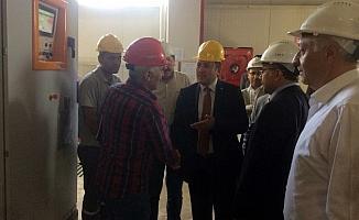 Vali Ali Hamza Pehlivan, doğal taş fabrikasında incelemelerde bulundu