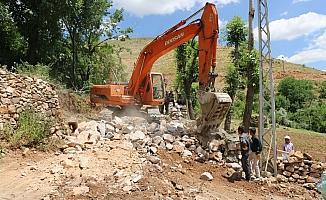 Bitlis Belediyesinden yol genişletme çalışmaları