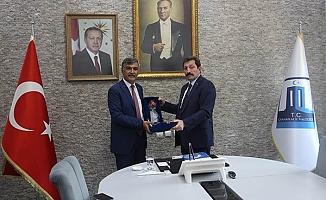 Türk-İş İl Temsilcisi Osman Akkurt, Vali Tavlı'yı ziyaret etti
