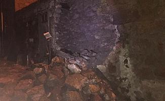 Depremde 10 ev hasar gördü