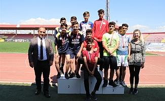 Atletizm Bayrak yarışmaları yapıldı