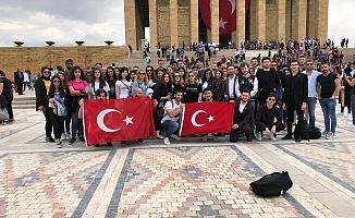 Üniversite öğrencileri ATA'nın huzurunda