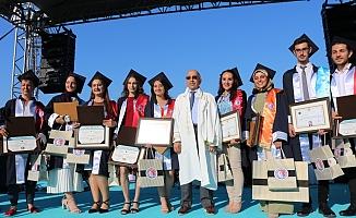 19 farklı ülkeden 70 öğrenci mezun oldu