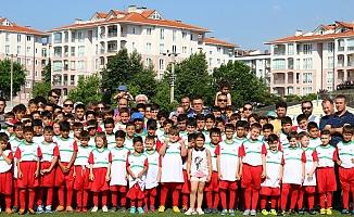 Kepez'de Futbol Yaz Okulu