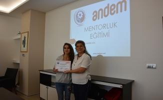 Kadın girişimcilere mentorluk eğitimi verildi