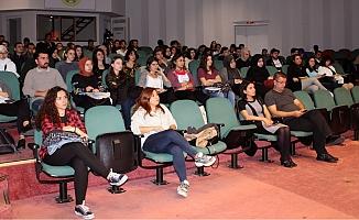 Üniversite öğrencileri Akif Belgeselini izledi