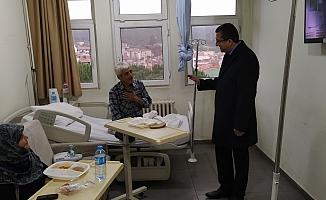 Başkan Bülent Öz'den hastalara ziyaret
