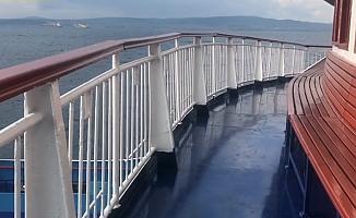 Lapseki gemisi bakımdan geçti (VİDEO)