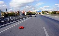 Köprüden geçerken otomobil altında kaldı