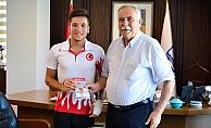 Milli Sporcudan Başkan Gökhan'a ziyaret