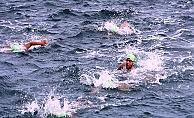 Yüzerek Çanakkale Boğazı'nı geçtiler