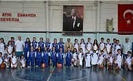 Gelibolu'da Basketbol Okulu kapılarını kapatmıyor