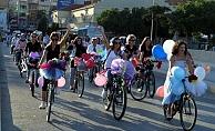 Kadınlar bisikletleriyle tur attı