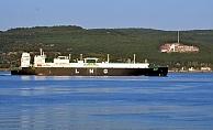 LNG tankeri boğazdan geçti