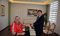 Vali Tavlı, başarılı Milli Sporcuyu tebrik etti