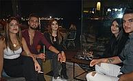 Ahmet Bey Arkadaşları İle Birlikte Lodos Bar'da