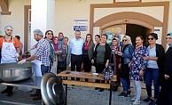 AK Parti Kepez teşkilatından aşure ikramı