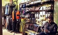 Dükkan Önünde Mola