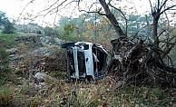 Otomobil dereye uçtu: 4 yaralı