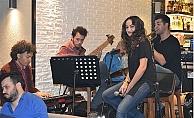 Atlantis Acoustic Band Leon'da