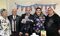 Baran bebek ilk doğum gününü doktorlarla kutladı
