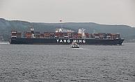 Çanakkale Boğazı'nda dev gemi