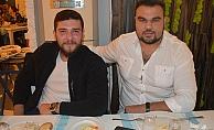 Kuzenler Radika Restoran'da Kafa Dağıttı