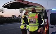 Trafik Şube ekipleri  sürücülere ceza yazdı