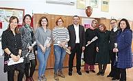 Başkan Yavaş'tan kadınlara karanfilli kutlama