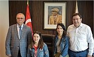 Başkan Gökhan, genç kızın isteğini kırmadı