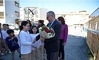 Başkan Gökhan okul yollarında