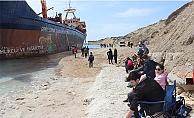 Karaya oturan gemi için veda partisi
