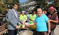 Başkan Arslan'dan vatandaşlara aşure ikramı