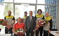 Başkan Gökhan'dan Burunlular'a ödül…