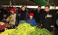 Başkan adayı öz, pazar esnafını ziyaret etti
