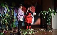 'Kayıp Prens ile Uç Uç Böceği' sahnelendi