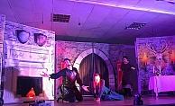 Çanakkale Koleji'nde Macbeth sahnelendi