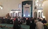 İlk Bayramlaşma camide