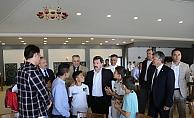 Vali Orhan Tavlı, Çocukların Bayram Sevincine Ortak Oldu (Video)