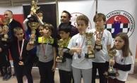 Satranç 'ta Belediyespor'a 7 Kupa 7 Madalya